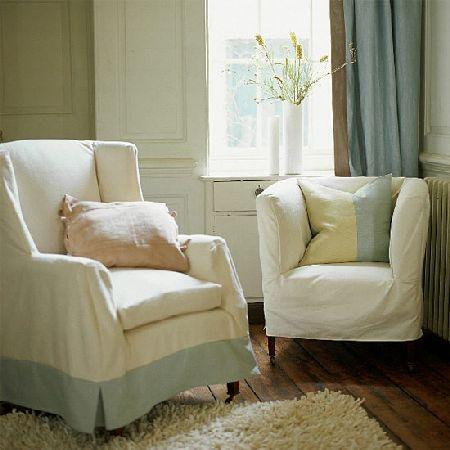 дизайн гостиной с белым полом